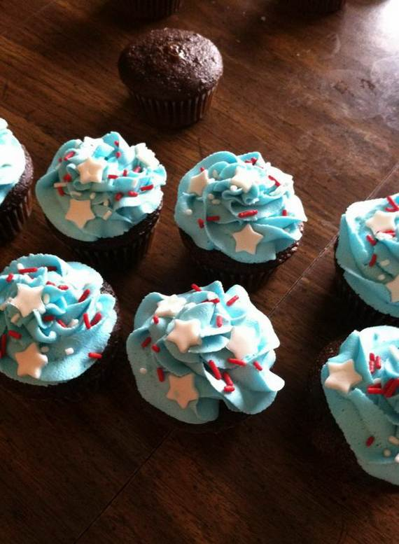 Spectacular Red, Blue, and White Cupcake Decorating Ideas (1)