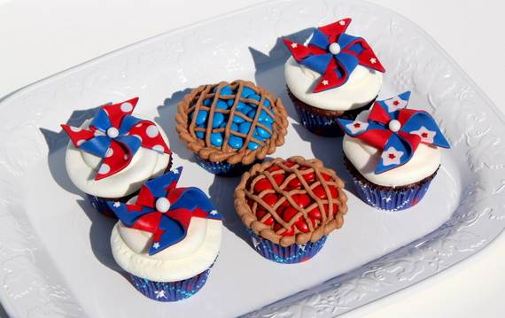 Spectacular Red, Blue, and White Cupcake Decorating Ideas (2)