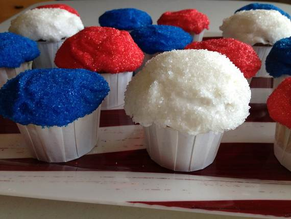 Spectacular Red, Blue, and White Cupcake Decorating Ideas (20)