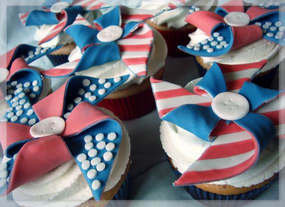 Spectacular Red, Blue, and White Cupcake Decorating Ideas (23)