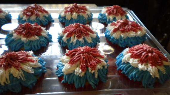 Spectacular Red, Blue, and White Cupcake Decorating Ideas (25)