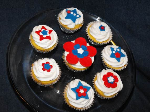 Spectacular Red, Blue, and White Cupcake Decorating Ideas (26)