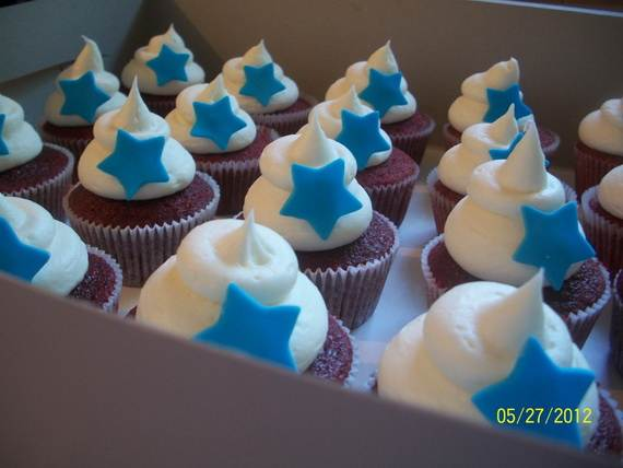 Spectacular Red, Blue, and White Cupcake Decorating Ideas (27)