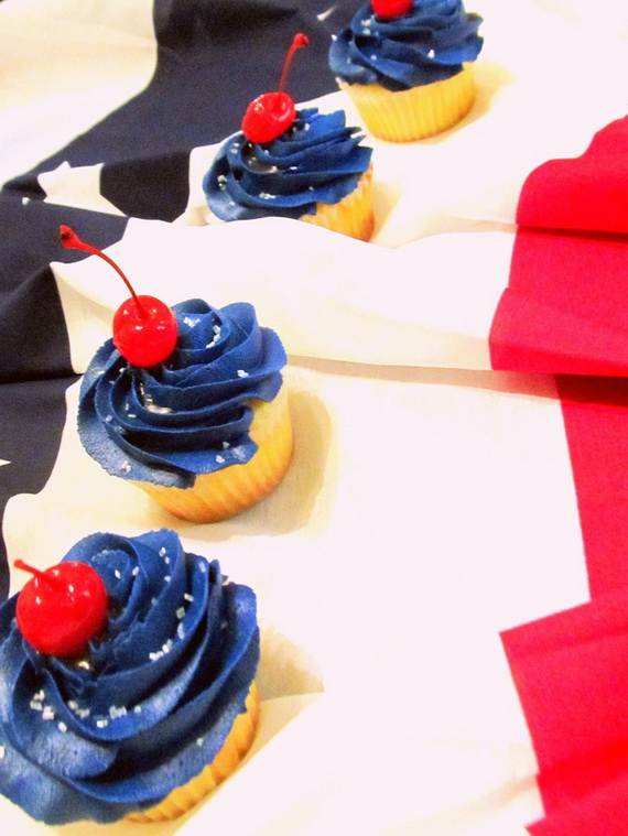 Spectacular Red, Blue, and White Cupcake Decorating Ideas (30)