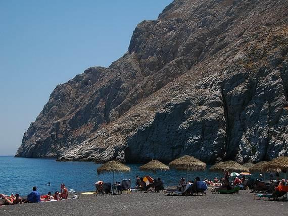 The-Stunning-Santorini-Island-Greece-Kamari-beaches_2