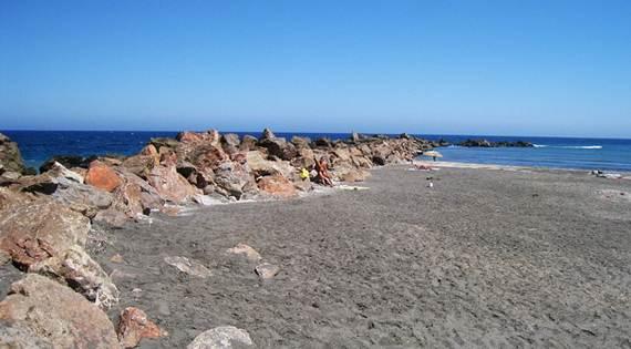 The-Stunning-Santorini-Island-Greece-_Monolithas-beach_1