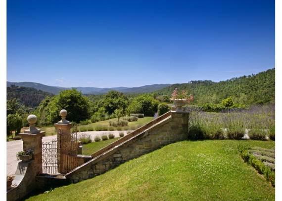villa-sartino-ideal-retreat-in-extreme-comfort-tuscany-italy_09
