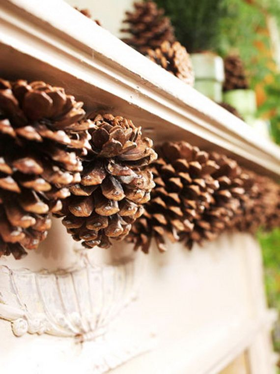 35 Gorgeous Holiday Mantel Decorating Ideas with Pine cones_07