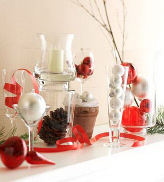 35 Gorgeous Holiday Mantel Decorating Ideas with Pine cones_09