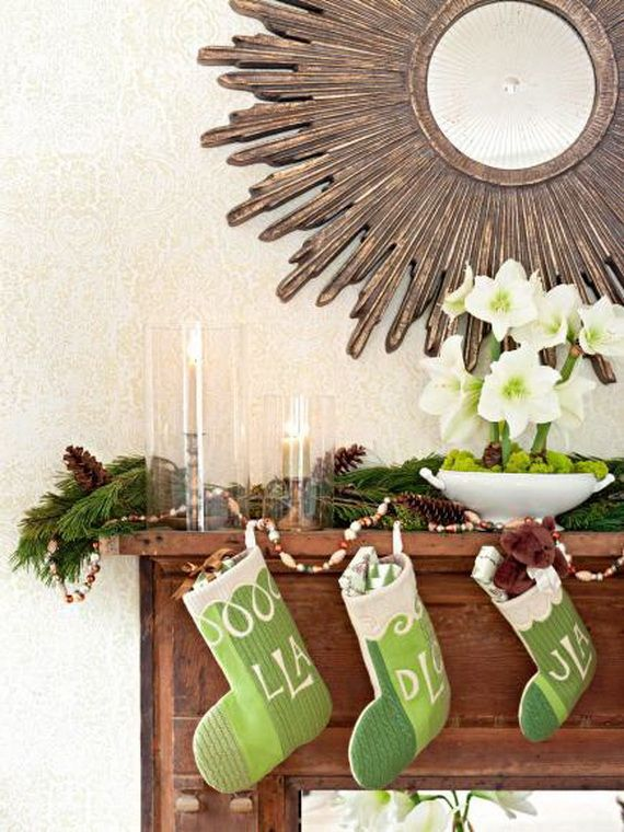 35 Gorgeous Holiday Mantel Decorating Ideas with Pine cones_12