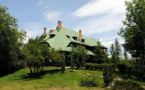 Best Destinations for Halloween Bran Castle - Dracula's Castle_12
