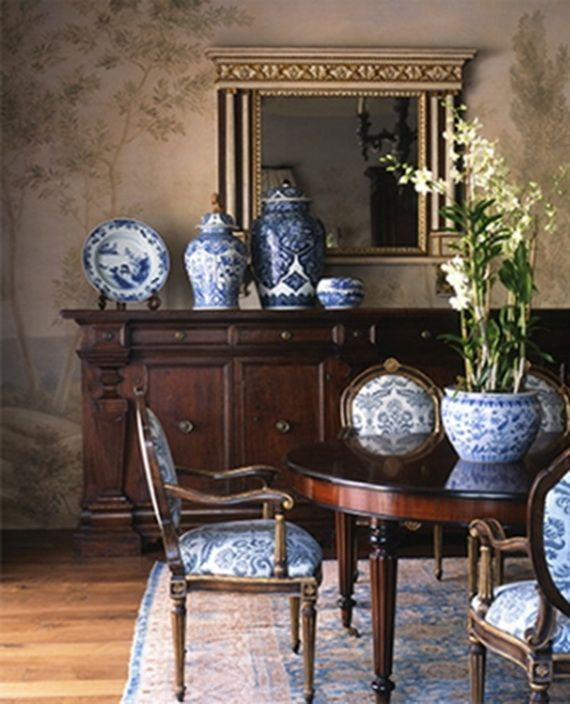 DECORATING WITH BLUE AND WHITE_095