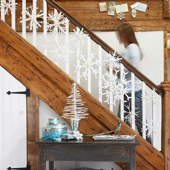 Festive Holiday Staircases and Entryways_10