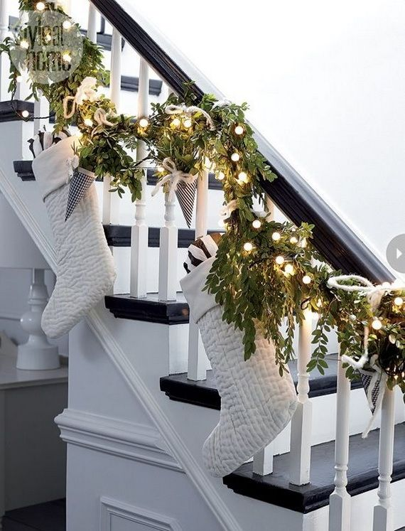 Festive Holiday Staircases and Entryways_13