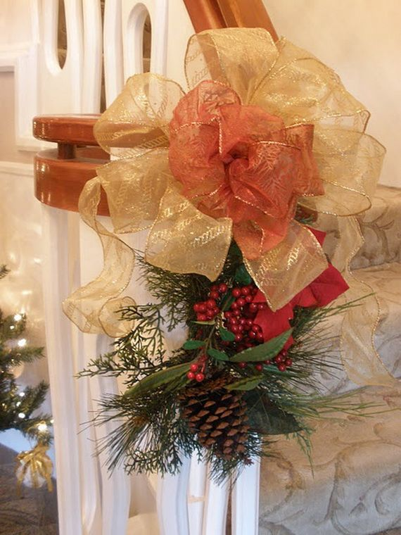 Festive Holiday Staircases and Entryways_26