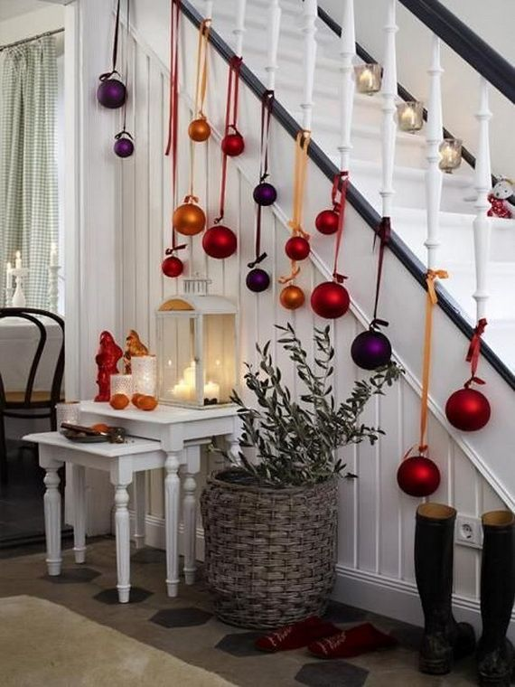 Festive Holiday Staircases and Entryways_47