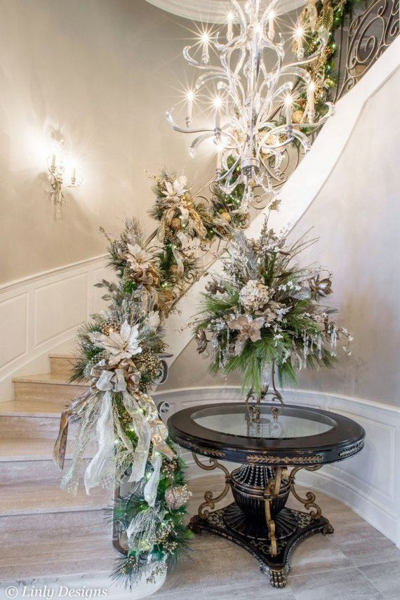 Festive Holiday Staircases and Entryways_50