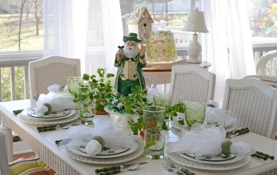 Napkin Folding – Seasonal Ideas For Table Decoration_18