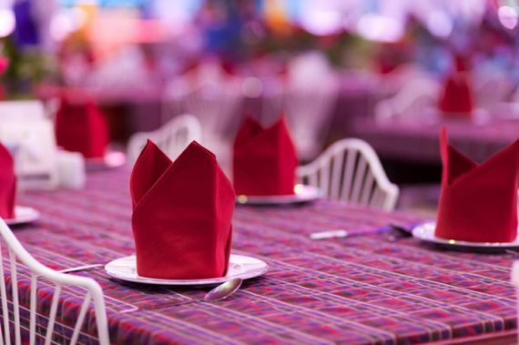 Napkin Folding – Seasonal Ideas For Table Decoration_26