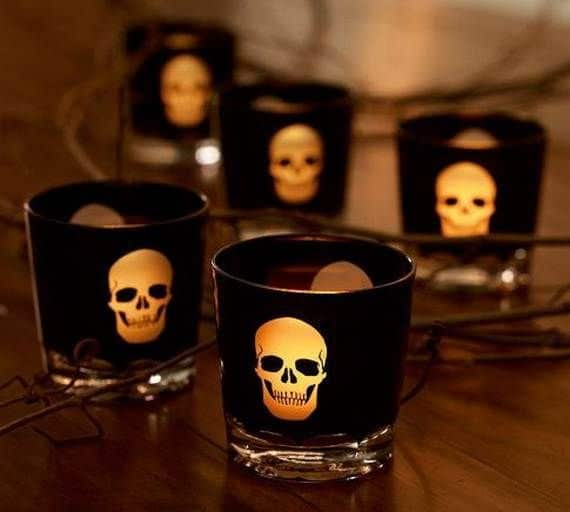 Spooky-Halloween-Lighting-Candles-Decoration-Ideas-_37