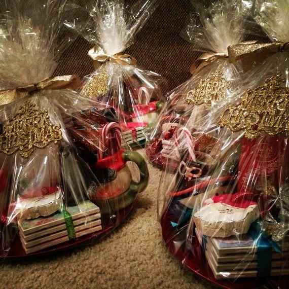 Traditional-Christmas-Gift-Basket-Idea_25