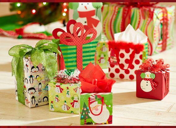 Traditional-Christmas-Gift-Basket-Idea_31