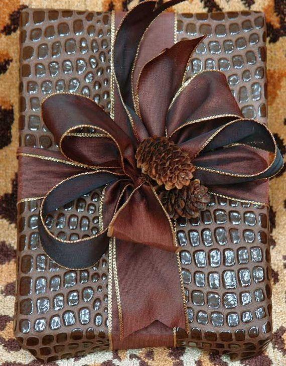 Traditional-Christmas-Gift-Basket-Idea_33