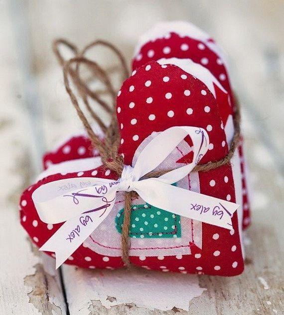 Traditional-Christmas-Gift-Basket-Idea_37