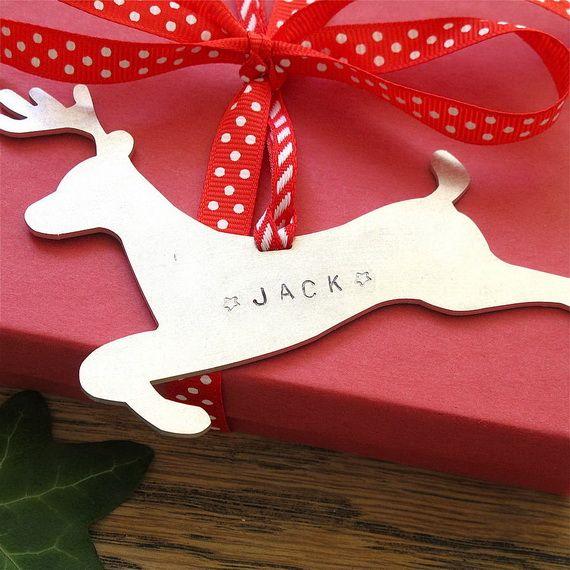 Traditional-Christmas-Gift-Basket-Idea_40
