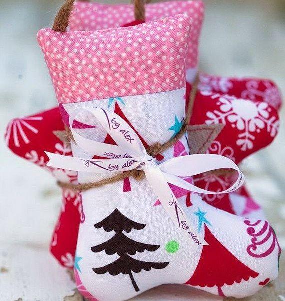 Traditional-Christmas-Gift-Basket-Idea_41