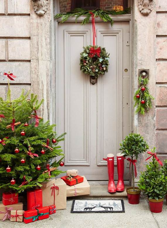 cool diy decorating ideas for christmas front porch_27 - Front Door Christmas Decorations Ideas