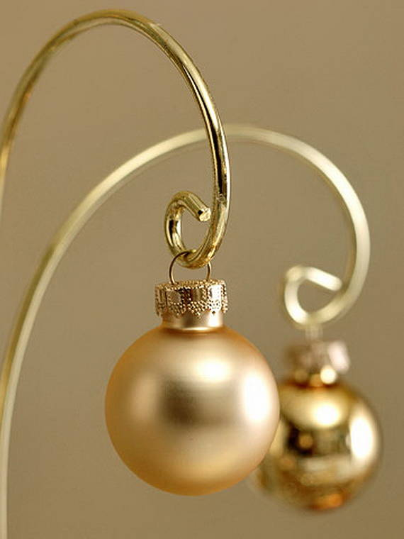 Creative-Holiday-In-Gold-Decorating-Ideas_29