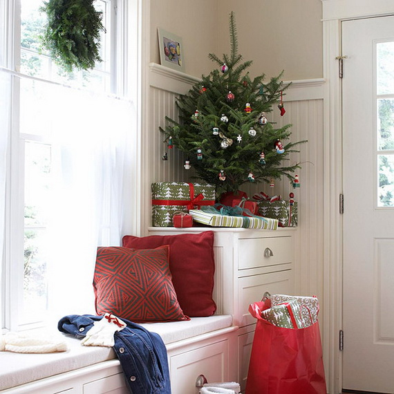 Festive Holiday Decor Ideas for Small Spaces (20)