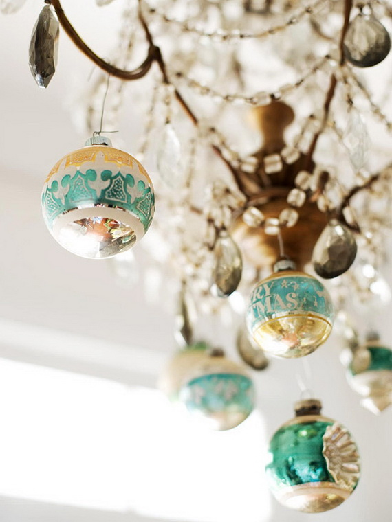 Festive Holiday Decor Ideas for Small Spaces (22)