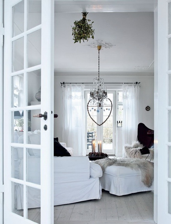 Festive Holiday Decor Ideas for Small Spaces (6)