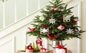 Festive Holiday Decorating Ideas for Small Spaces_01