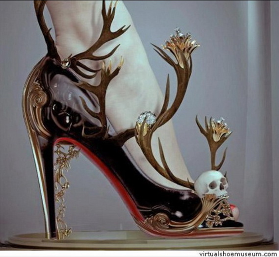Gorgeous Halloween Wedding Shoes Inspirations For a Spooky Big Day_07