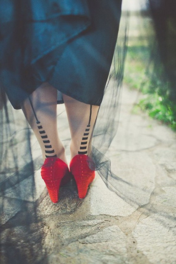 Gorgeous Halloween Wedding Shoes Inspirations For a Spooky Big Day_24