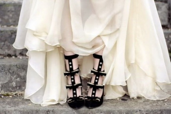 Gorgeous Halloween Wedding Shoes Inspirations For a Spooky Big Day_35