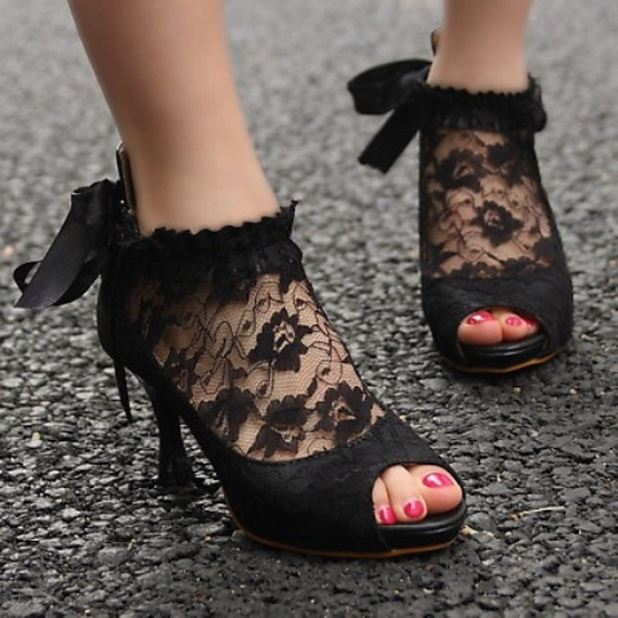 Gorgeous Halloween Wedding Shoes Inspirations For a Spooky Big Day_40