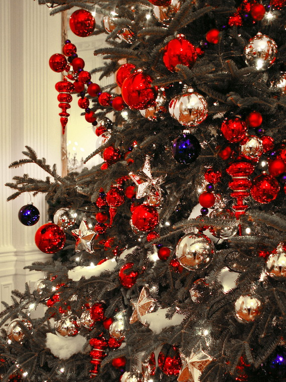 How to Decorate a Christmas Tree Traditionally In Easy Steps_66