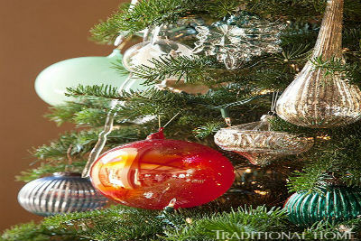 How to Decorate a Christmas Tree Traditionally In Easy Steps