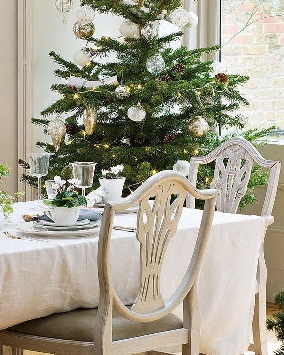 Amazing Christmas Dinner Table Decoration Ideas_08