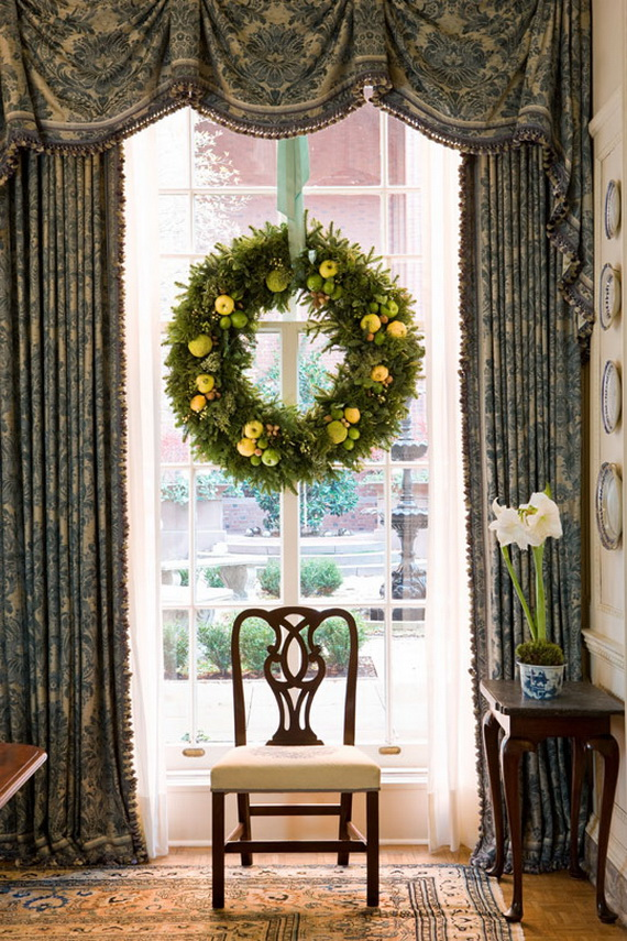 Creative Christmas Wreath Decor Ideas_26