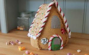 Cute And Cozy Knitted Christmas Decorations_50