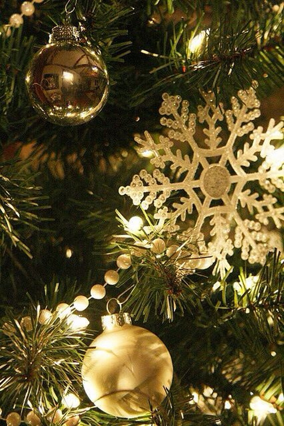 Snowflakes Inspiration Favorite Christmas Decorating Ideas (29)