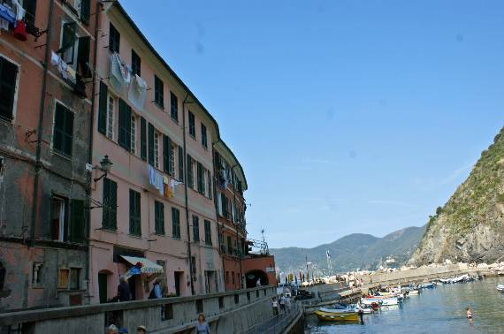 Explore-Stunning-The-Cinque-Terre-town-Of-Vernazza-On-The-Italian-Riviera-111
