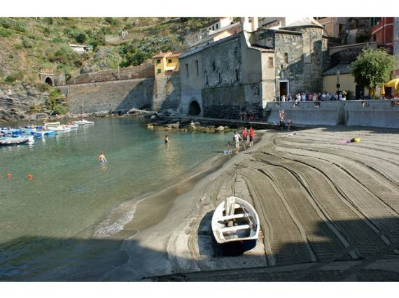 Explore-Stunning-The-Cinque-Terre-town-Of-Vernazza-On-The-Italian-Riviera3