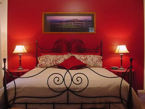 Hot Valentine Room Designs in Rich and Energetic Red Colors   (22)