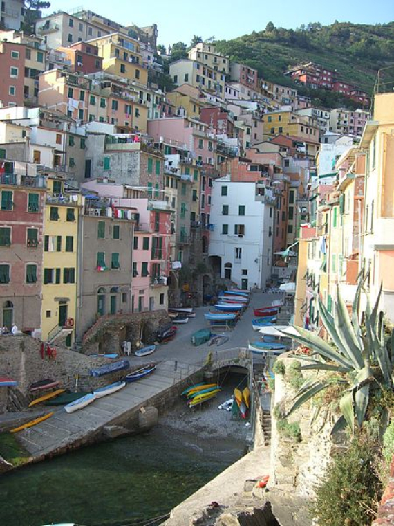 Riomaggiore An Incredible cliff-Side Village In Italy (10)